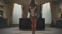 La sosia di Melania Trump si spoglia nello Studio Ovale (Twitter)