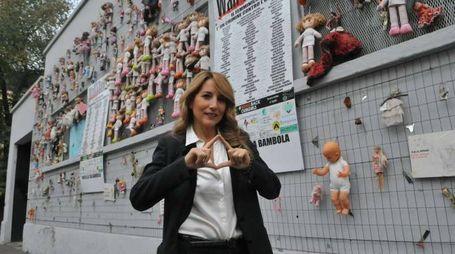 Jo Squillo testimonial al Muro delle Bambole in difesa delle donne vittime di violenza