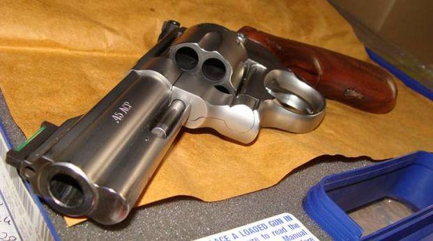 Una pistola Smith e Wesson (foto d'archivio)