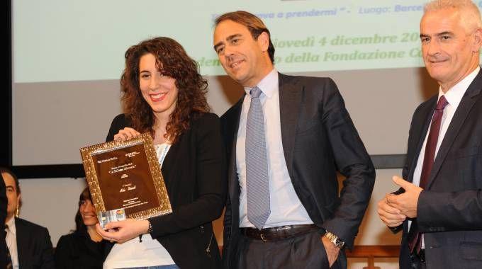 Concorso Carlino-Bper, il direttore di Qn e Resto del Carlino Andrea Cangini insieme alla vincitrice