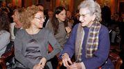 Abbondino d'oro a Bruna Lai Masciardi (destra) e alla presidente dell'associazione Osha-Asp Mariangela volpati (sinistra) (Cusa)