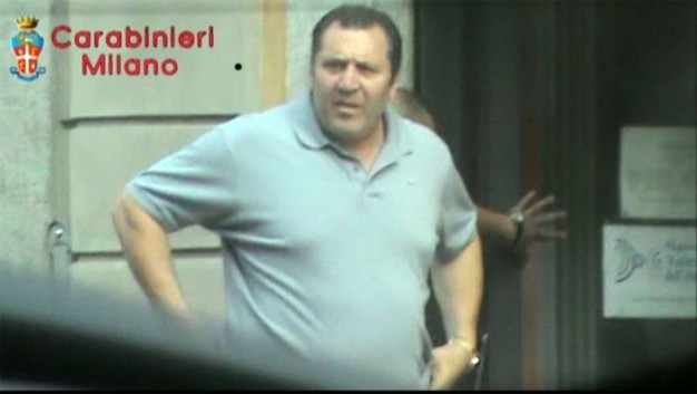 Giulio Martino all'uscita dall'incontro avvenuto presso l'agenzia di pratiche auto di Samuele Mura