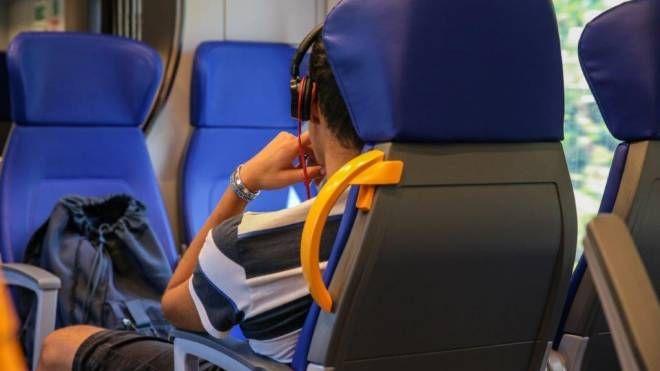 Treni AV, mail di FS ai viaggiatori: resta distanziamento. Italo cancella 8mila biglietti