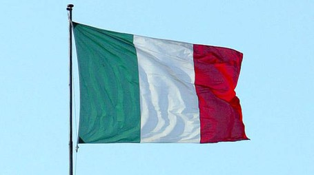 La bandiera italiana (foto Ansa)
