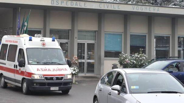 L'ingresso dell'ospedale di Voghera (Torres)