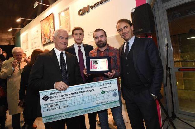 Il premio al terzo classificato Federico Lanaro