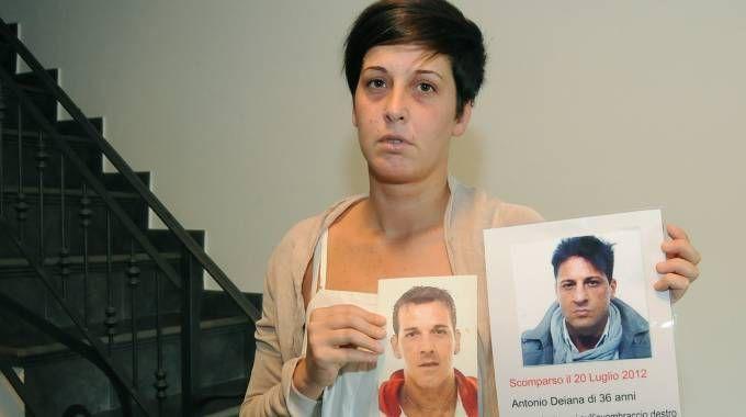 DOLORE La sorella mostra le foto dei due parenti scomparsi