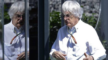 epa04272182 Formula One boss Bernie Ecclestone arrives prior to the start of the Formula One Grand Prix of Austria at the Red Bull Ring in Spielberg, Austria, 22 June 2014.  The 2014 Formula One Grand Prix of Austria is due to be started later the same day.  EPA/HERBERT NEUBAUER