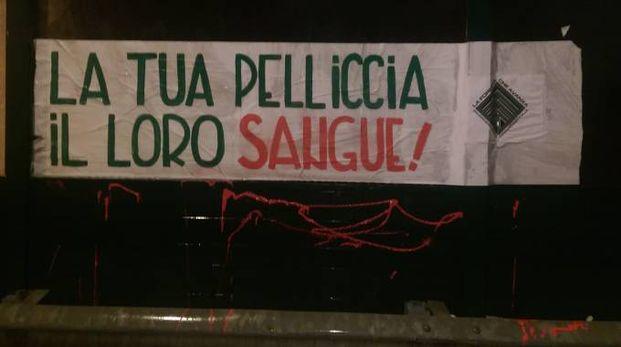 """Lo striscione affisso dalla """"Foresta che Avanza"""" ad Antegnate"""