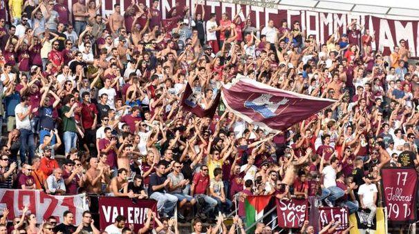 Tifosi del Livorno in 'Curva Nord' al 'Picchi'