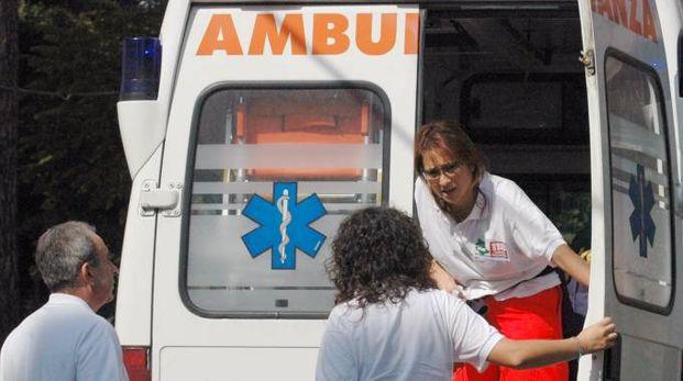 I soccorsi dell'ambulanza (Foto di repertorio Crocchioni)