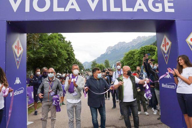Fiorentina a Moena, inaugurazione del Viola Village e allenamento ...