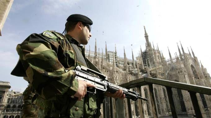 Controlli dei militari nel centro di Milano