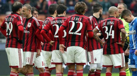 Ac Milan players react with the referee Paolo Valeri during the Italian Serie A soccer match between AC Milan and Empoli Fc  at Giuseppe Meazza stadium in Milan, Italy, 15 February 2015. 