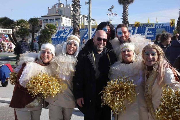 Paolo Virzì gira alcune scene del suo nuovo film al Carnevale di Viareggio (foto Umicini)