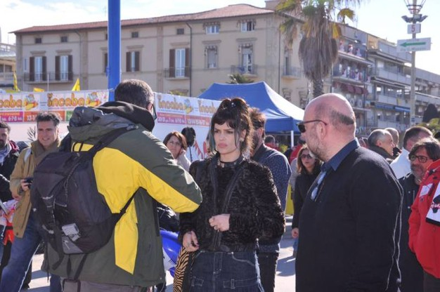 Paolo Virzì gira alcune scene del suo nuovo film al Carnevale di Viareggio