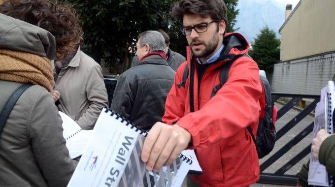 La presentazione del Dossier davanti alla ex pizzeria di Franco Coco Trovato