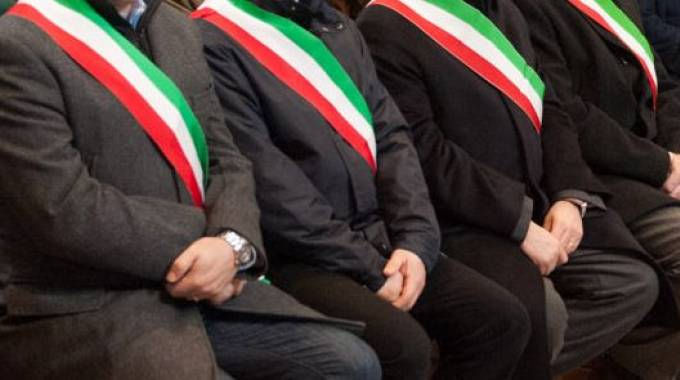 Sindaci con la fascia tricolore (Torres)