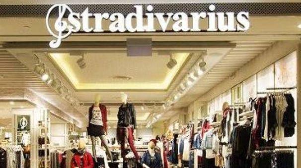 Modena abbigliamento stradivarius in via farini cosa for Negozi arredamento modena