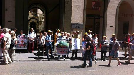 Presidio in via Cavour davanti a palazzo Panciatichi per chiedere tutele per le Alpi Apuane