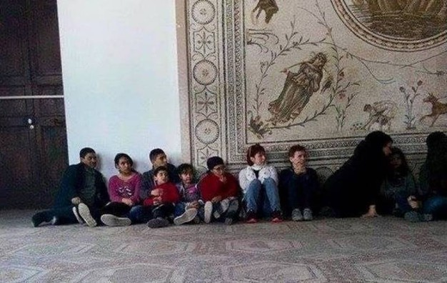 Turisti in ostaggio nel museo di Tunisi (Twitter)