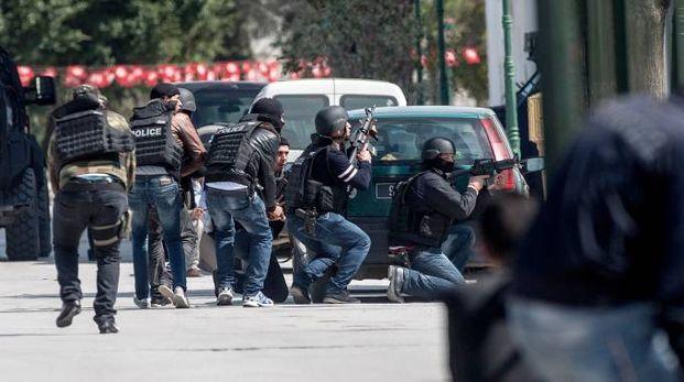 Tunisi, attacco al Museo Bardo: l'arresto di uno dei terroristi (Lapresse)