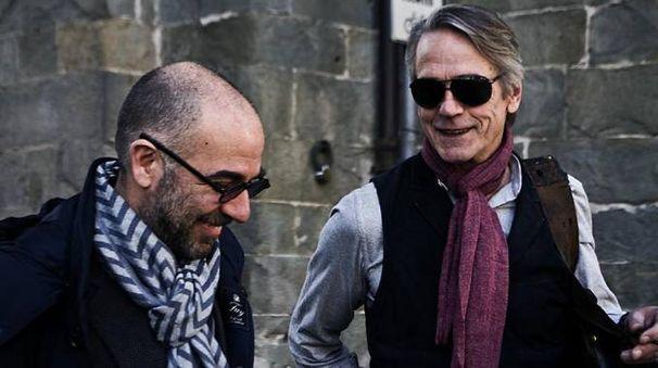 Jeremy Irons con il regista Giuseppe Tornatore a Lucca (foto Ansa)