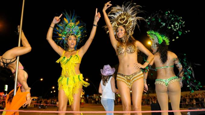 Edizione passata del Carnevale della Marina Fermana (foto Zeppilli)
