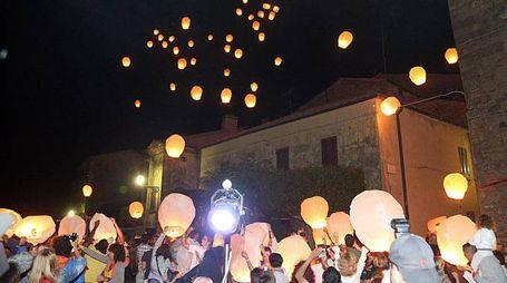 Il lancio delle lanterne nel cielo di Volterra (Germogli)