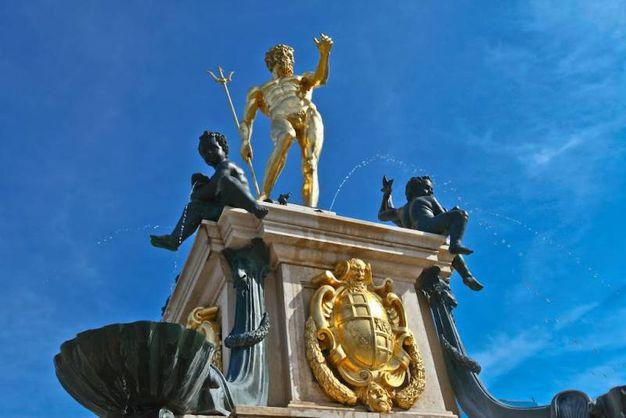 Il Gigante placcato d'oro nel centro di Batumi, in Georgia