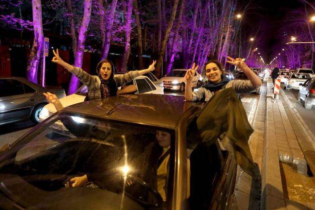 Accordo sul nucleare: i festeggiamenti a Teheran (Afp)