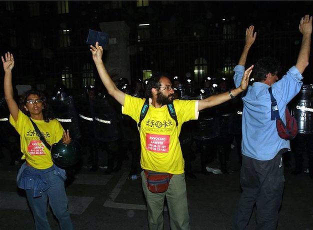 La Corte Europea dei diritti umani condanna l'Italia per tortura. Il riferimento è all'irruzione della polizia alla   Diaz nel luglio 2001 (LaPresse)