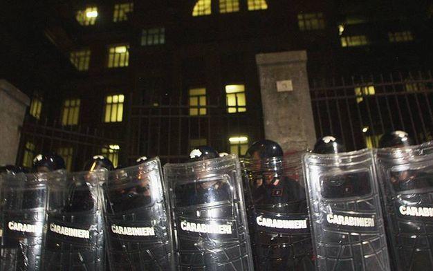 La Corte Europea dei diritti umani condanna l'Italia per tortura. Il riferimento è all'irruzione della polizia nella caserma Diaz nel luglio 2001 (Ansa)