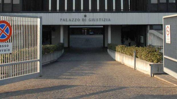 L'entrata del Tribunale di Reggio (foto Artioli)