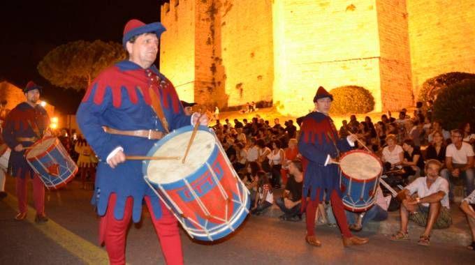Prato, corteggio storico serale (foto Attalmi)