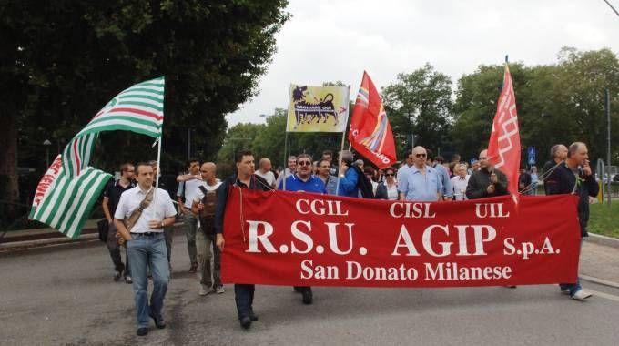 San Donato Milanese, protesta dipendenti Eni e Saipem