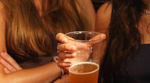 Alcol e minorenni (Foto di repertorio Newpress)