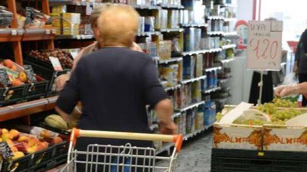 Al supermercato (foto d'archivio)