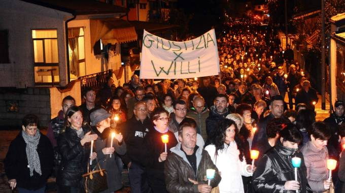 Un momento della fiaccolata di novembre (Foto Businesspress)