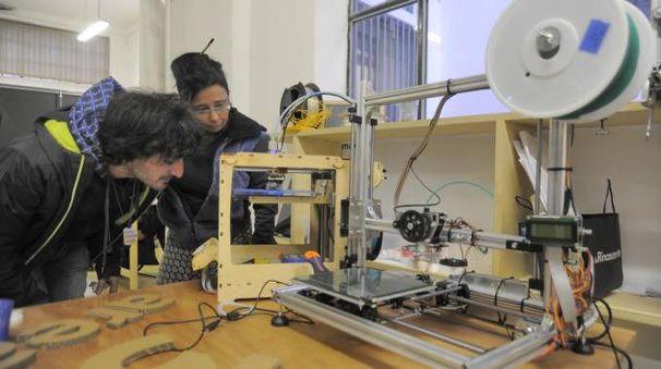 Costantino Bongiorno e  Zoe Romano con stampanti 3D