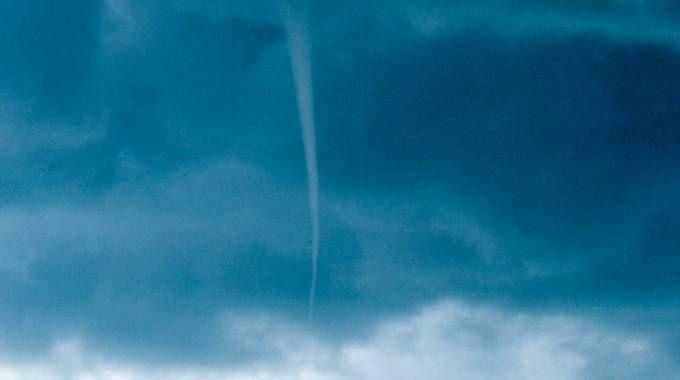 Una tromba d'aria (foto Pasquale Bova)
