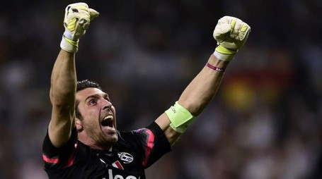 Juventus' goalkeeper and captain Gianluigi Buffon celebrates during the UEFA Champions League semi-final second leg football match Real Madrid FC vs Juventus at the Santiago Bernabeu stadium in Madrid on May 13, 2015.   AFP PHOTO/ JAVIER SORIANO