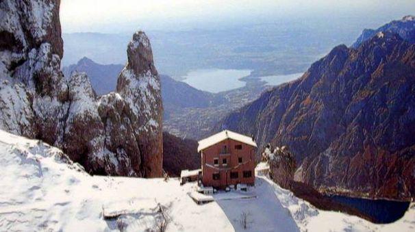 Una veduta del rifugio Rasalba in cima alla Grignetta