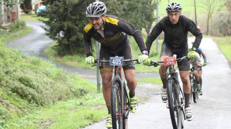 Una gara di mountain bike