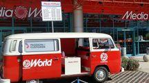 L'ingresso del negozio Mediaworld di Lecco
