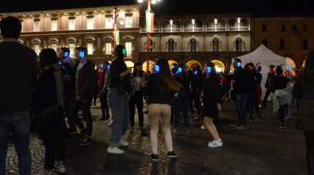Silent party in piazza Saffi (Frasca)