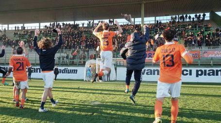 Pistoiese-Arezzo, esultanza arancione a fine partita (Acerboni/Castellani)