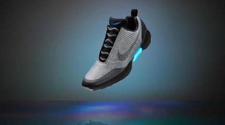 Le Nike HyperAdapt 1.0, nei negozi dal 28 novembre - foto Nike