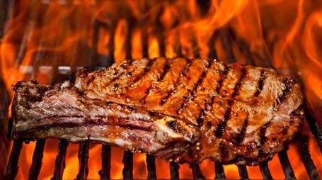 La carne grigliata peggiora il tumore al seno - foto Stephen Mcsweeny / Alamy