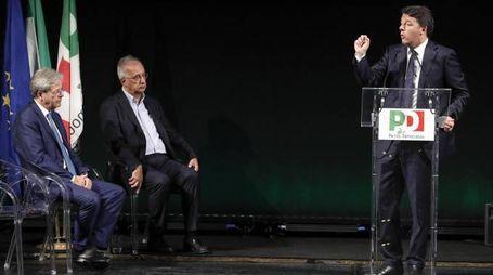 Matteo Renzi, Walter Veltroni e Paolo Gentiloni (Ansa)